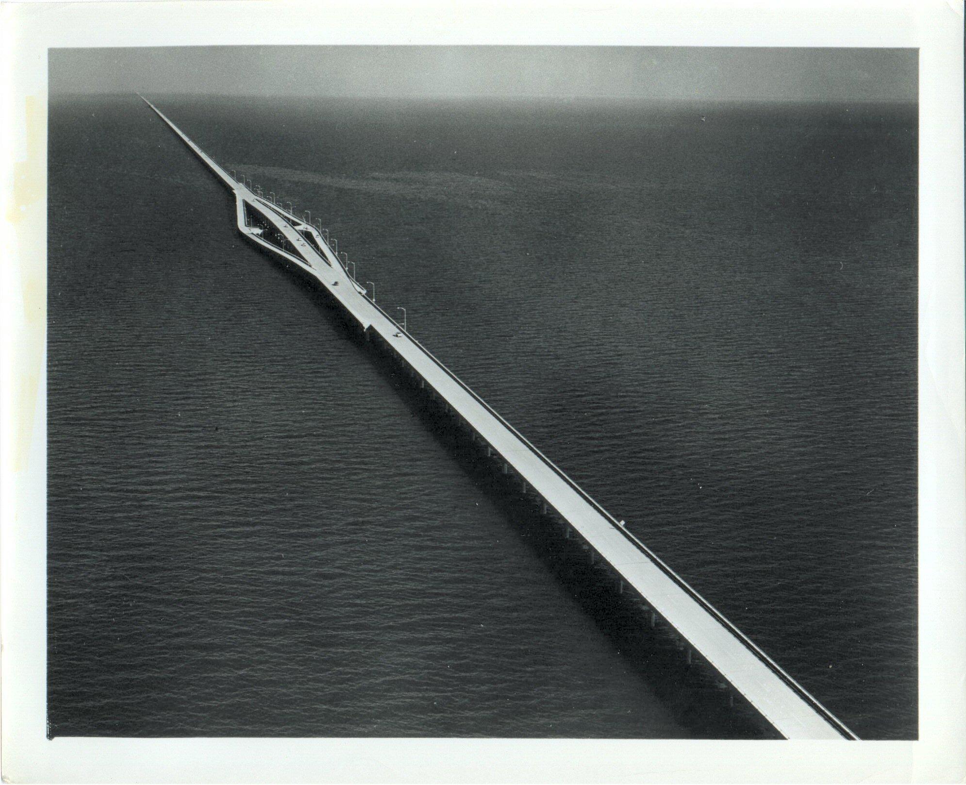 30AUG1956: Original 23.86-mi span of #ASCE landmark #PontchartrainCauseway opens to traffic; world's longest continuous #bridge over water https://t.co/zxKjKT9CNM
