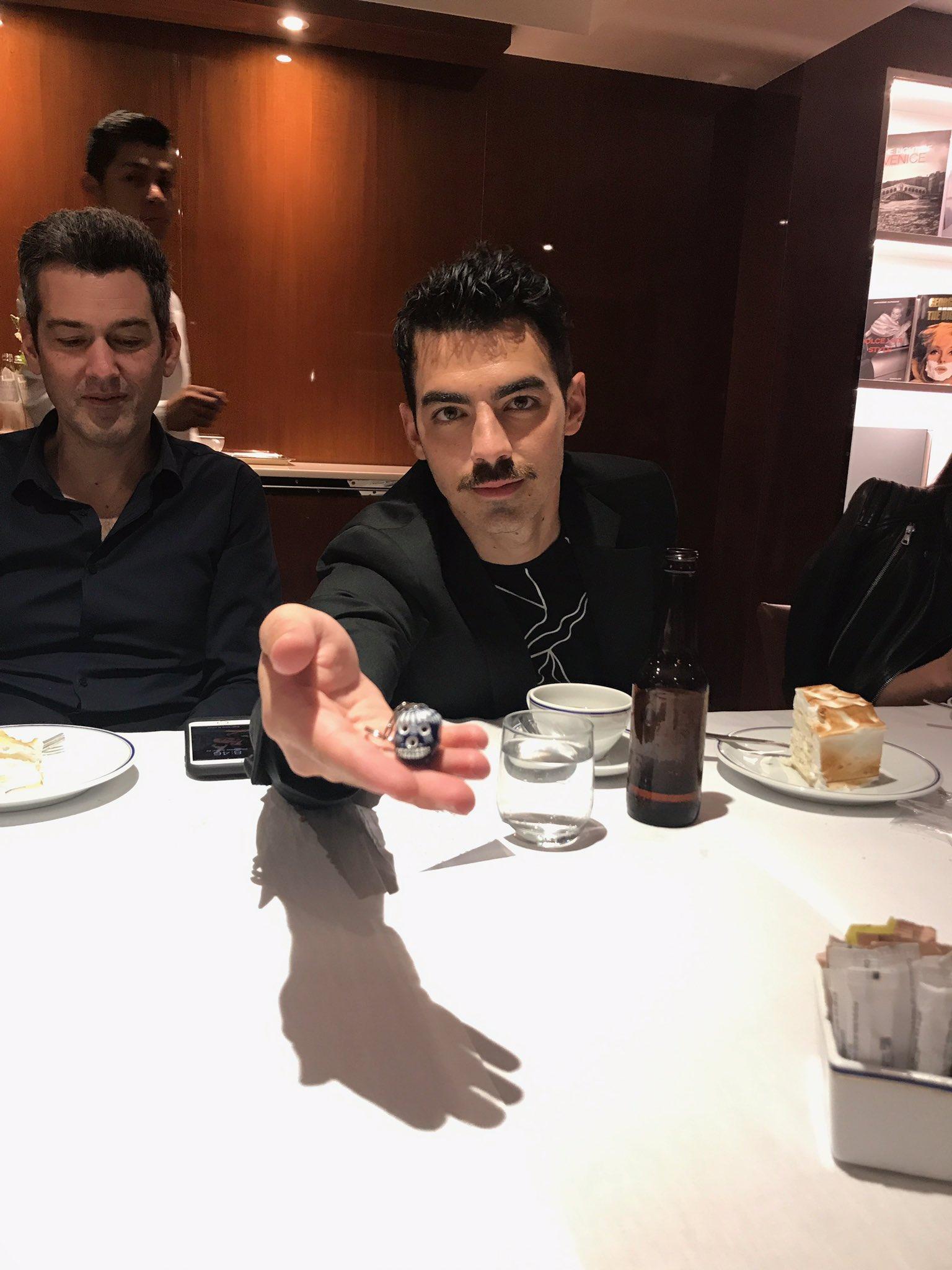 Le regalé un llavero de calavera y le pusimos Jose La Calavera ������������ https://t.co/QiKesNGWc0