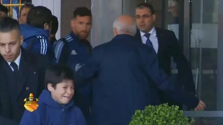 Uruguay-Argentina: piccolo fan in lacrime, Messi si arrabbia con security