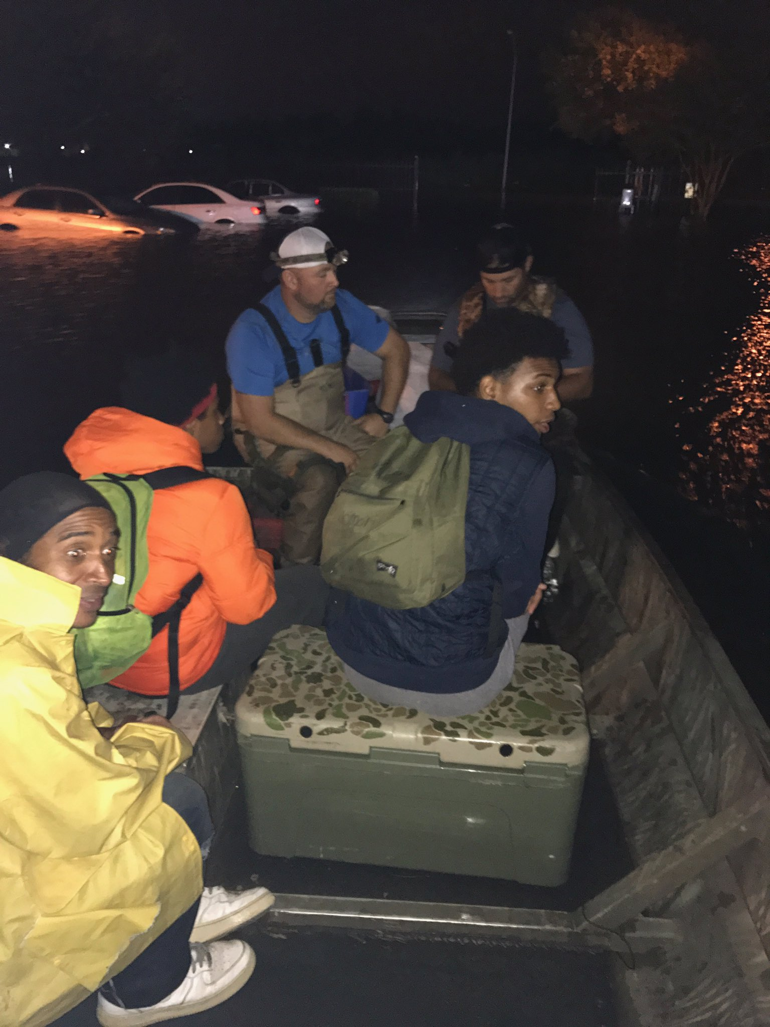 My friend Casey using boat helping 2boys and getting them to safety. powerful to see people helping strangers. https://t.co/TfLgw6LMYa