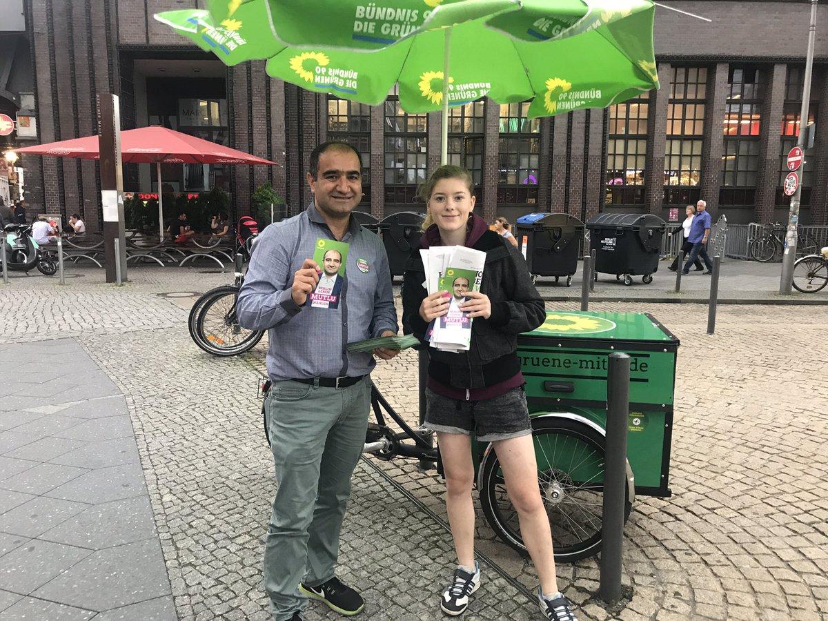 test Twitter Media - Vor dem Haustürwahlkampf am Arkonaplatz,noch ein Wahlkampfstand in d. Friedrichstraße um Stimmen für @Die_Gruenen & #MutluDirekt zu gewinnen https://t.co/VOFZzgLhYx