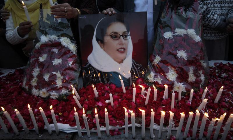 Pakistani court declares ex-military leader a fugitive in Bhutto murder case