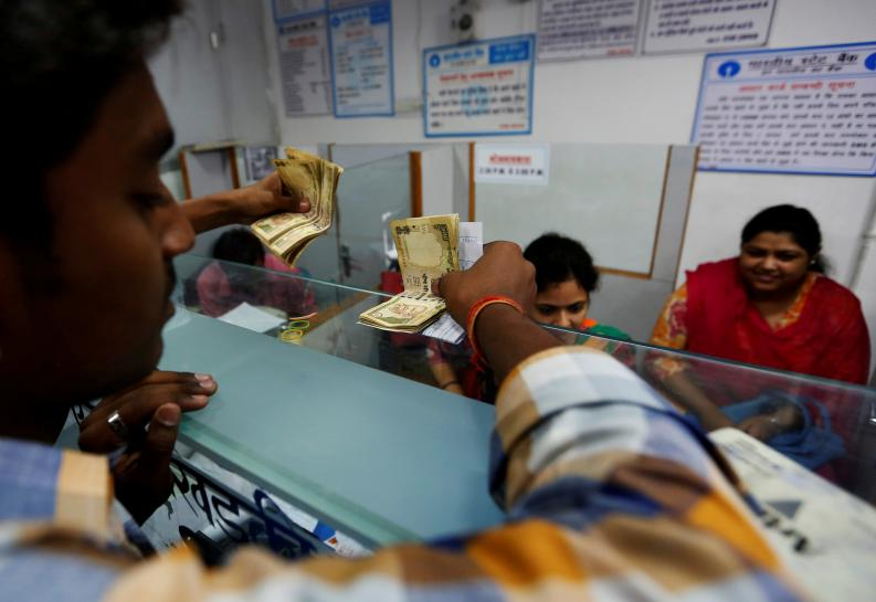 Indian government rushes to defend bank note ban as doubts grow
