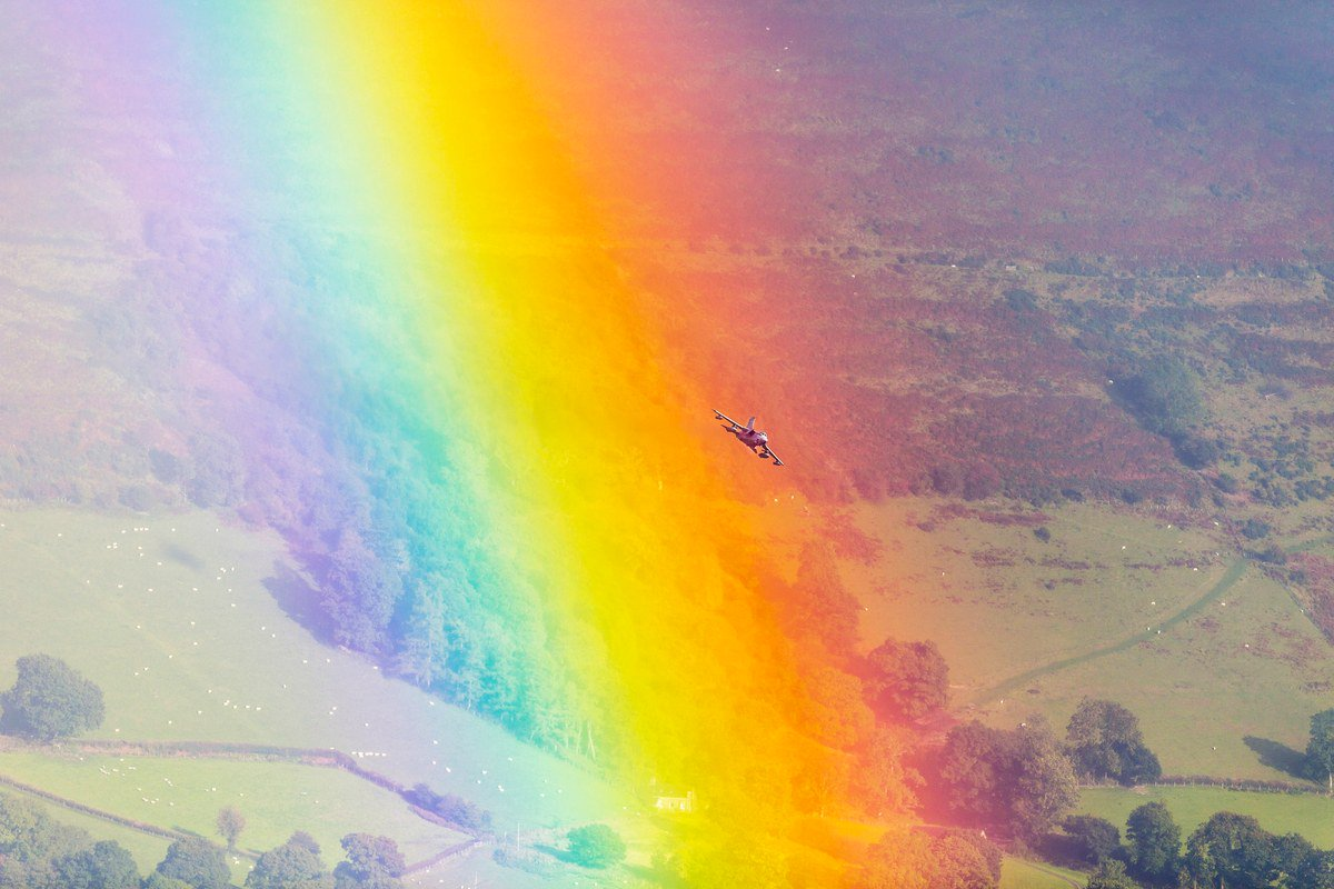Rainbows are gorgeous. Jets are cool. Put them together, and you get this https://t.co/P9ii0FkYqn https://t.co/JngNtn57e3