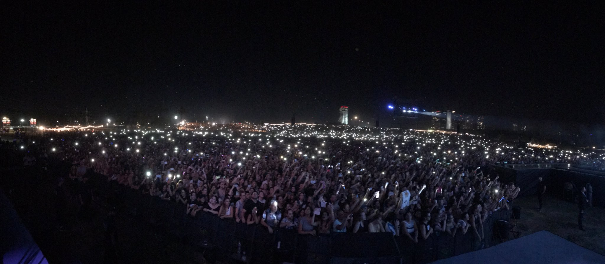 Still can't believe this happened in Tel Aviv!!!! What an amazing way to end the tour last month!! ❤️ #TBT https://t.co/UXU5tH8uYc