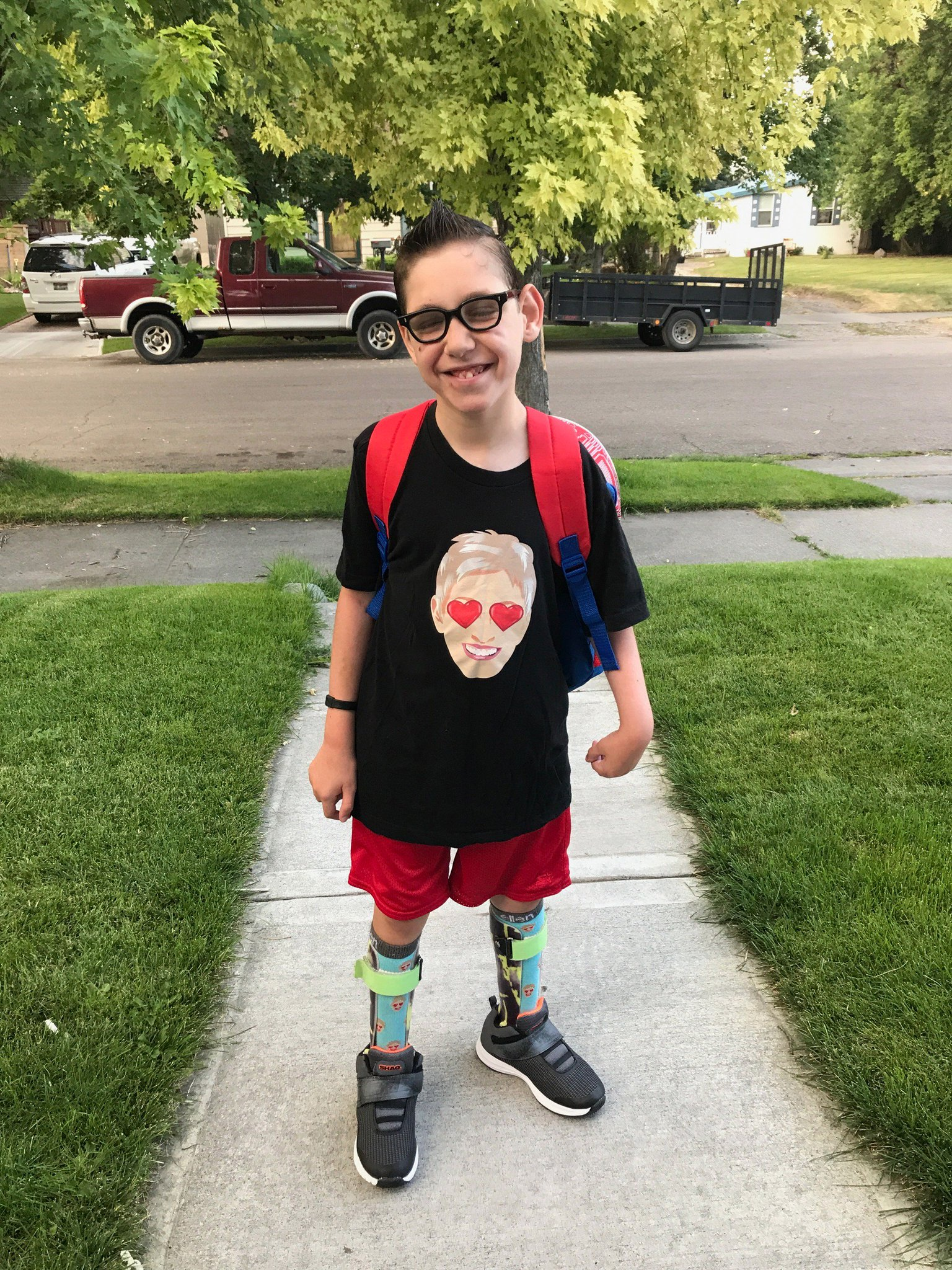 My boyfriend Tayt sent this to me from his first day of 5th grade. Tayt, I love you so much. https://t.co/ZRW5kAUWs5