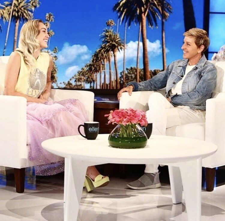 I'll be on @TheEllenShow Sept 7! Talking about @happyhippiefdn #hurricaneharvey relief and performing Younger Now https://t.co/6kbfTXoFMx