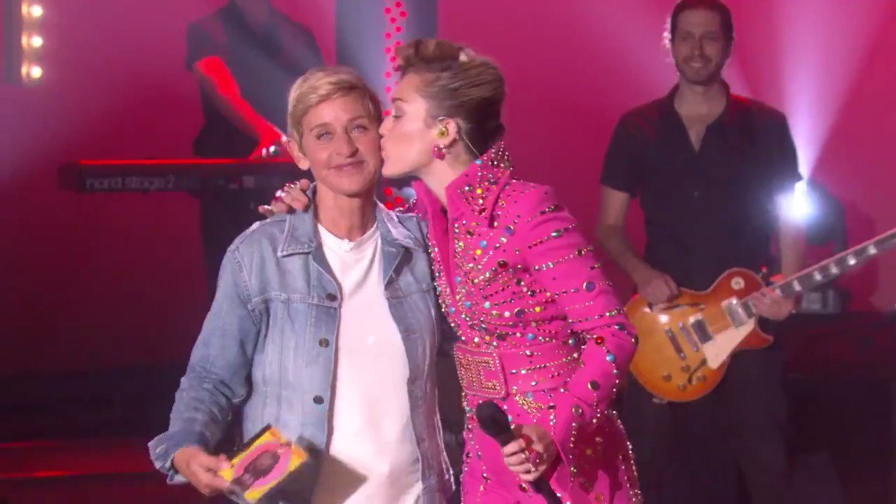 Season 15 is about to come in like a wrecking ball. @MileyCyrus #ellen15 https://t.co/INiI39nj8q