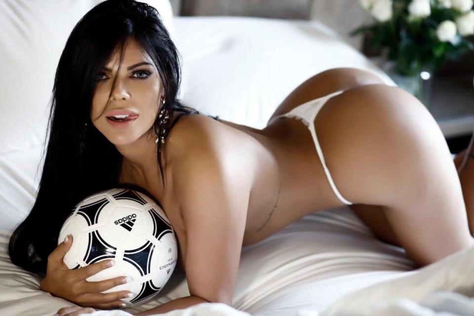RT @TheSun: Miss Bum Bum claims she can predict the World Cup winner… with her bum  https://t.co/pfKtsVgp2e https://t.co/9WzfCSOait