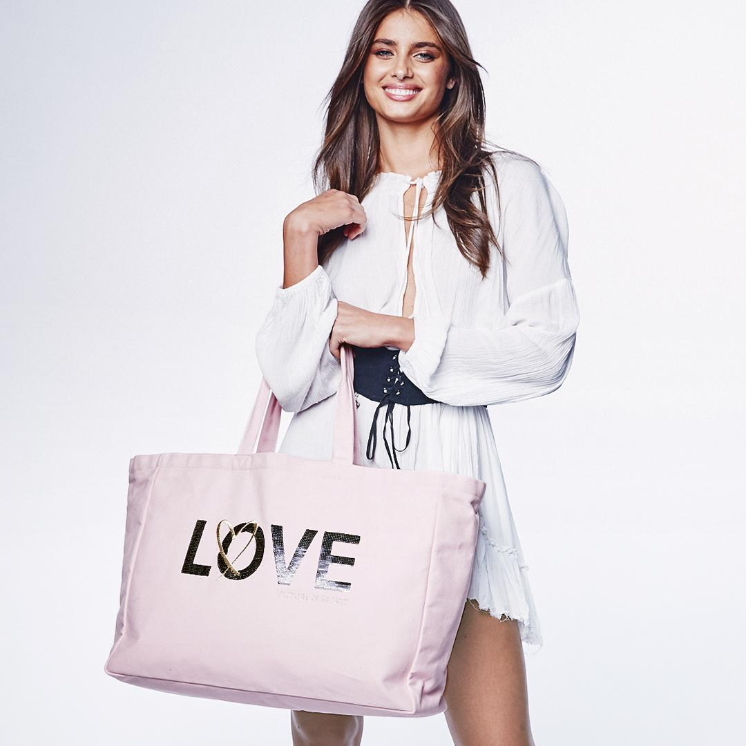 Inspired by our new scent: FREE tote with $60 beauty purch! A $58 value. ???????????????? only. https://t.co/c4A86L5up0 https://t.co/8HHhObILMt