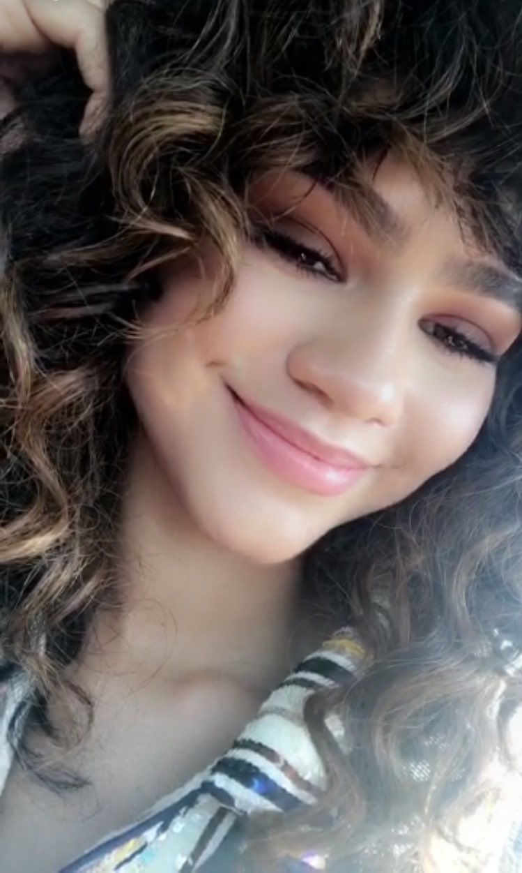 Happy birthday to the wonderful and beautiful zendaya ilysm