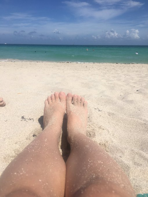 Topless on a beach and sand between my toes is all I need to be happy 🤘 https://t.co/y1um9FuiaB
