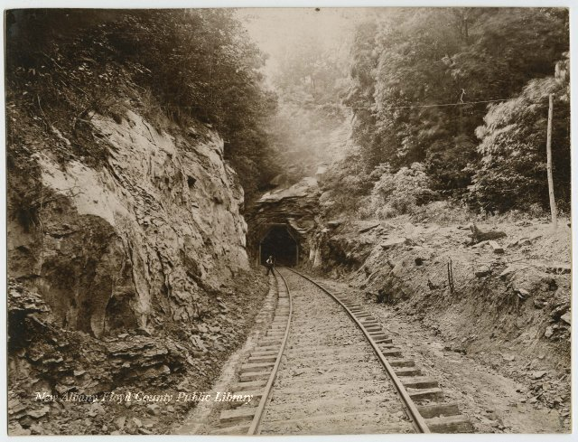 02SEP1881: First daylight shone through The 4,689-ft #EdwardsvilleTunnel, longest #tunnel in #Indiana. Still in use by #NorthernSuffolk RR. https://t.co/vhNobwsMVj