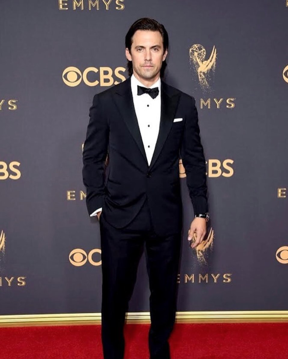 .@MiloVentimiglia wearing a Ralph Lauren Purple Label tuxedo at tonight's #Emmys. https://t.co/ro1owR0xwC