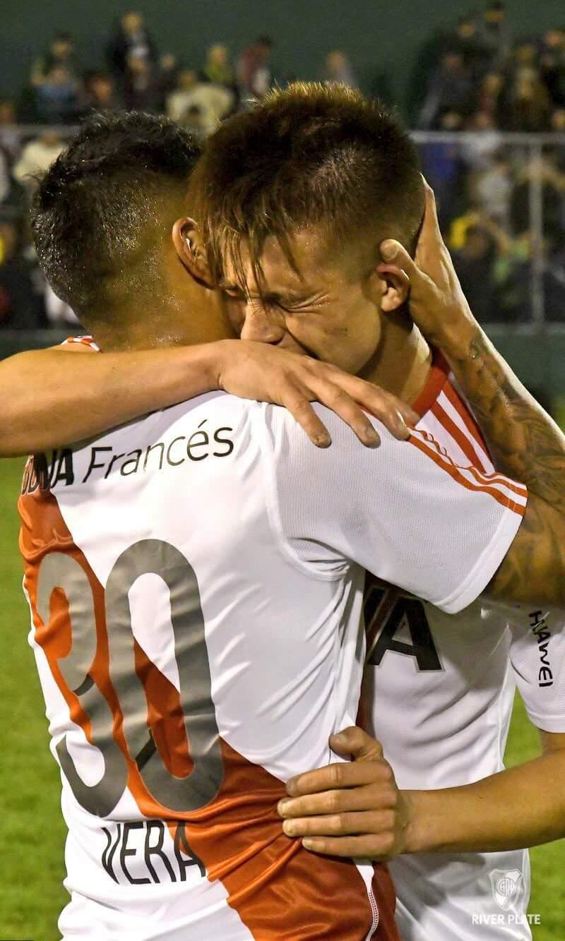 La emoción de Picazzo tras su primer gol en primera. Grande pibe. https://t.co/Lq7QkwToSZ