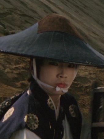 里見八犬伝(1983年の映画)を観ていたら鬼龍院翔がでてきたのでキャストを確認すると若かりし頃の京本政樹でした。