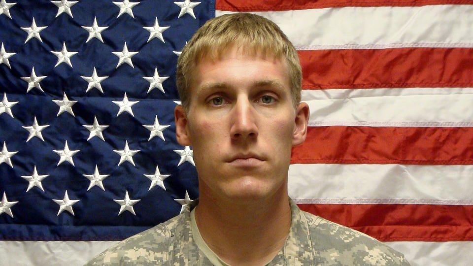 'Close-knit' town mourns fallen soldier