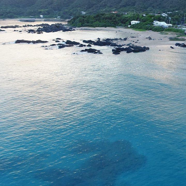 手広海岸@奄美大島夕方の海はいつもと違う色してる。#奄美大島 #奄美群島 #手広海岸 #ドローン #空撮 #DJI #d