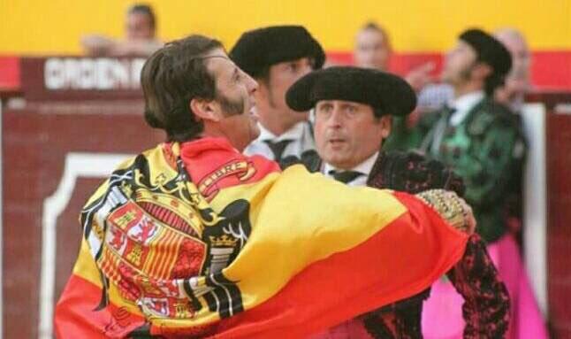 Juan José Padilla defiende la democracia en una plaza de toros. Perdón, nos hemos equivocado https://t.co/mt8r0aLNRx