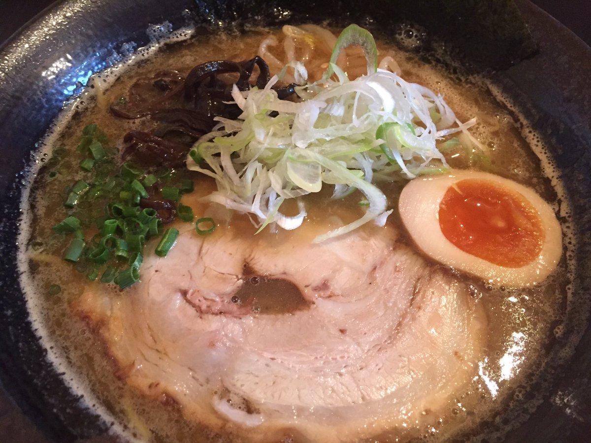 おととい、読谷に行ったのでシロサキに初上陸。醤油と豚骨醤油と辛いつけ麺注文(^ ^)個人的には醤油が美味しかったですなー