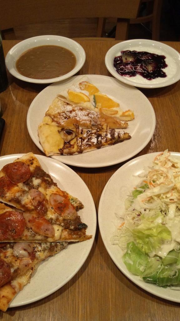 イタリア料理の日なので、シェーキーズ!七つの大罪コラボ『パンの強欲ミートピザ&ディアンヌのオレンジデザートピザ』意外とあ