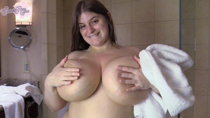 Glass Shower by @BustySarahRae https://t.co/Mi3oF7NePa @manyvids https://t.co/syldLb6hdv