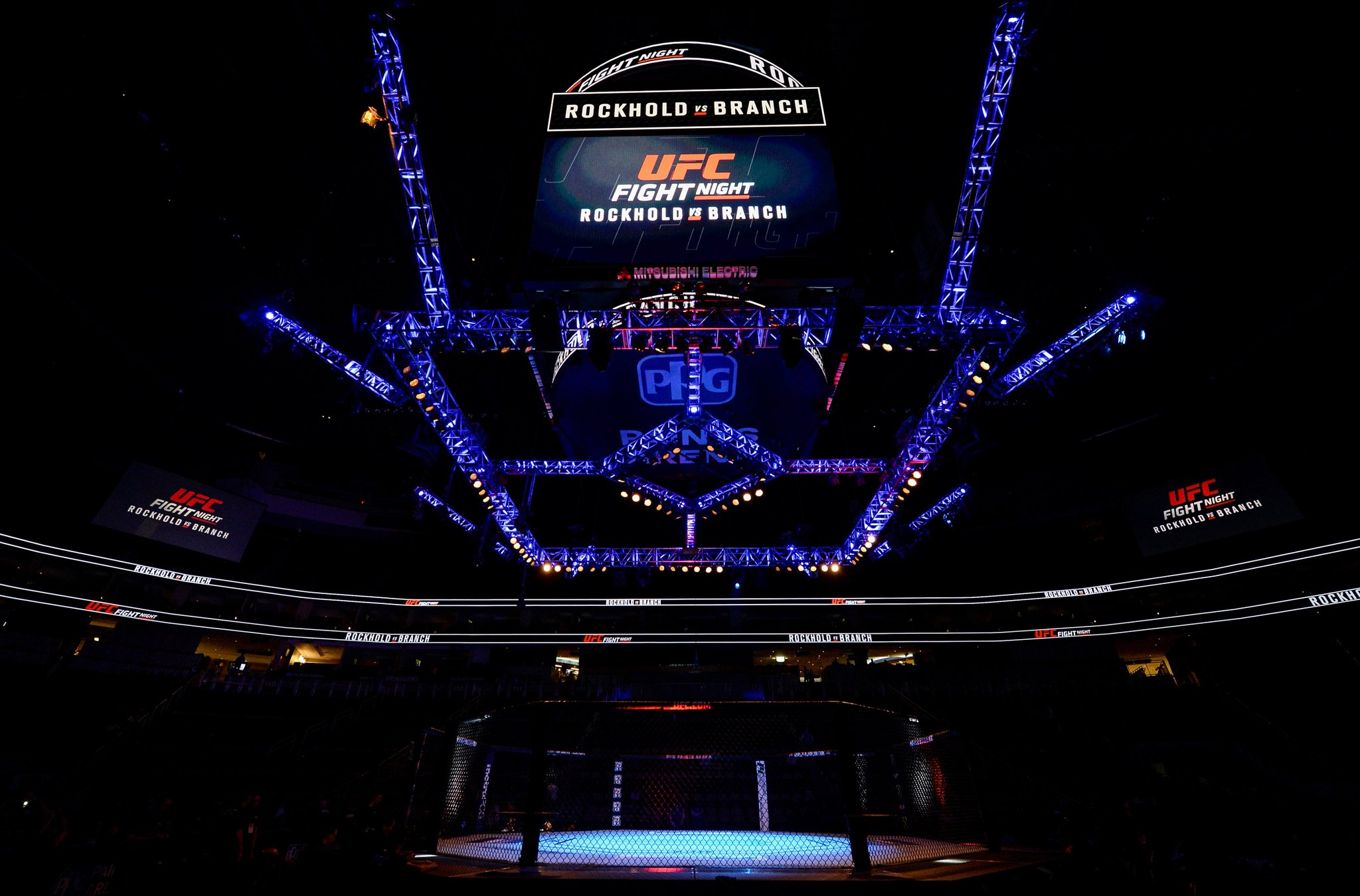 �� �� ��  What a sight to see!  #UFCPittsburgh gets underway on @FS1 at 8pmET/5pmPT!! https://t.co/4LIABAsmMC
