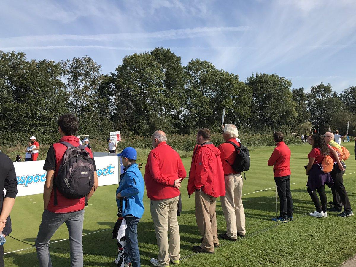 RT <strong>@dickmolenaar</strong>: Veel Belgen (in het rood) volgen #thomasdetry op #KLMOpen2017 https://t.co/PaDdBxeTRG