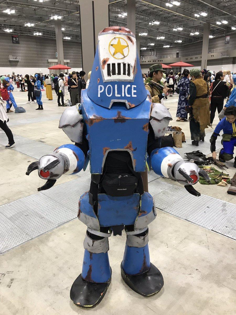 知ってる人はいるけど、やる人はあまりいないコスは良いぞ。1枚目 プロテクトロン(Fallout4)2枚目 ボックスマン(