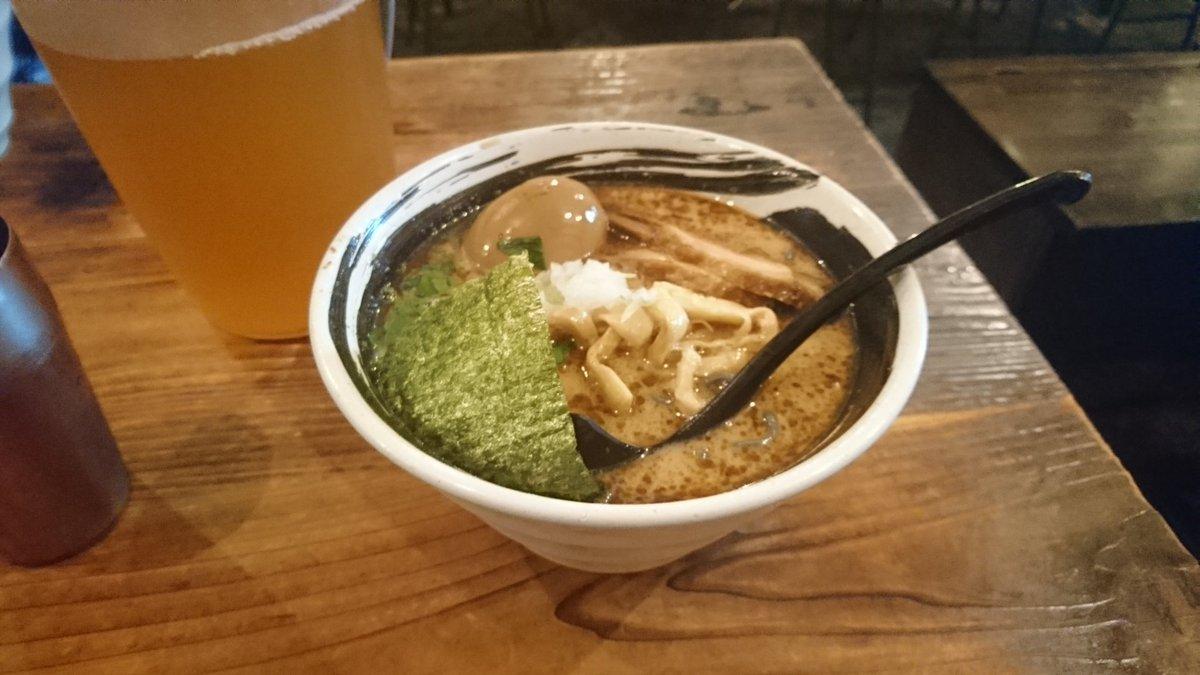 今日はコメディショー終わりにみんなでラーメン🤣🍜7人で食べきりーー!炭入り麺うまうまー😋ご馳走さまでした!!#ハマトラ