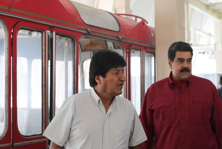 """Presidente @NicolasMaduro: """"Damos la bienvenida a nuestro Jefe Indio del Sur, Evo Morales Ayma"""" #DomingosConMaduro93 https://t.co/cTHvXaMnD4"""