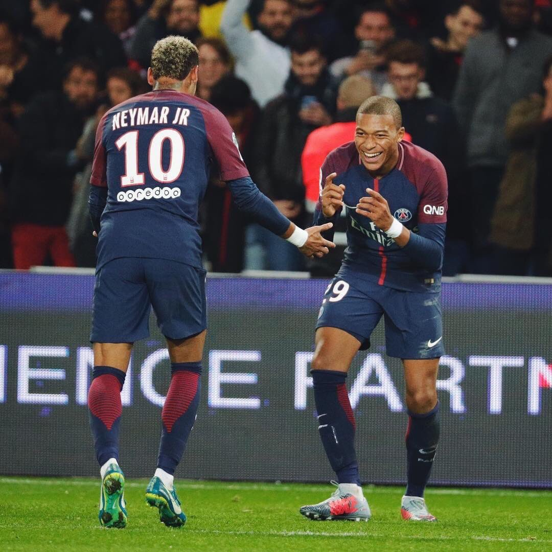 RT @KMbappe: Victoire 2-0 contre Lyon 🔴🔵 https://t.co/b56YDOSSVD