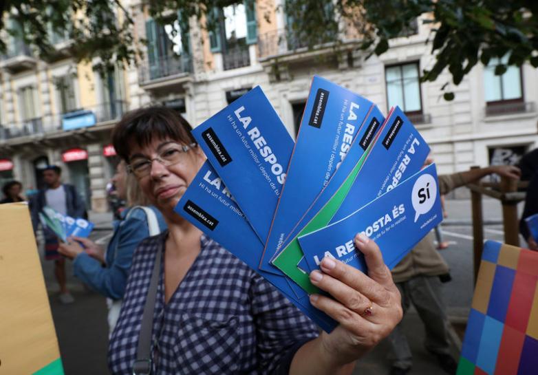 Spain's prosecutor warns over Catalonia referendum as leaflets seized
