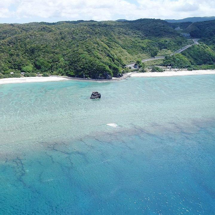 夏の大浜海浜公園。季節ごとに見え方が違うのも面白い。#奄美大島 #奄美 #奄美群島 #大浜海浜公園 #ドローン #空撮