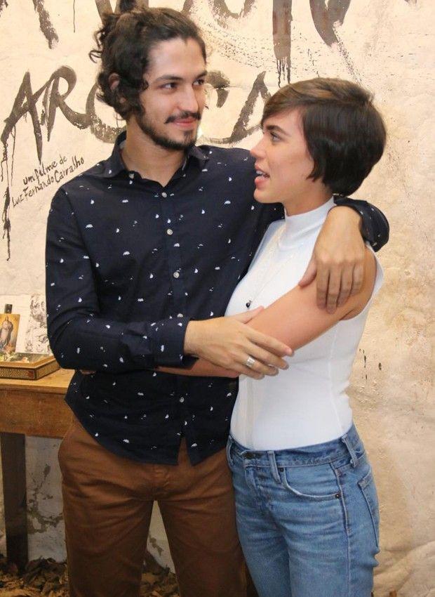 """Carla Salle. Foto do site da RD1 que mostra Namorados na vida real, Carla Salle e Gabriel Leone farão par romântico em """"Onde Nascem…"""
