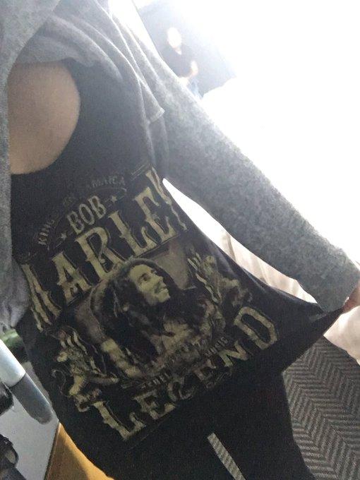 I like to wear oversized shirts that look like a dress on me 😅 https://t.co/GfdSIQxEhT