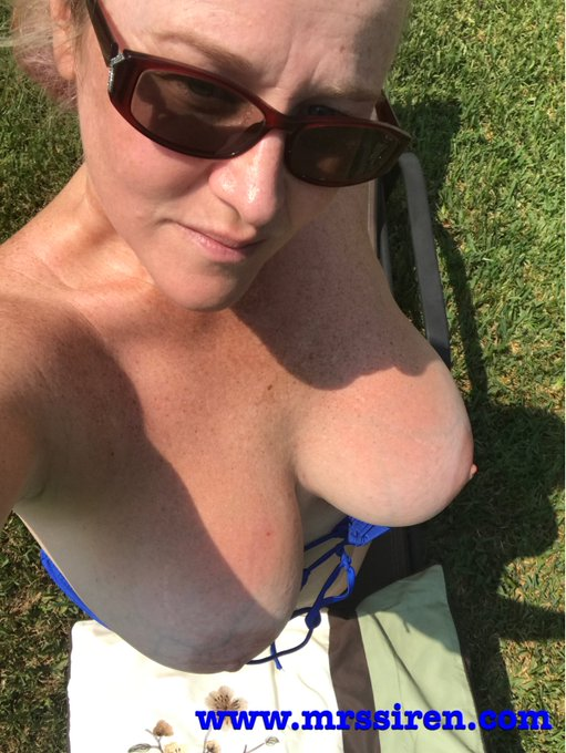 Happy #humpday ... getting some sun in the backyard https://t.co/ZUtZ7Cy0JL