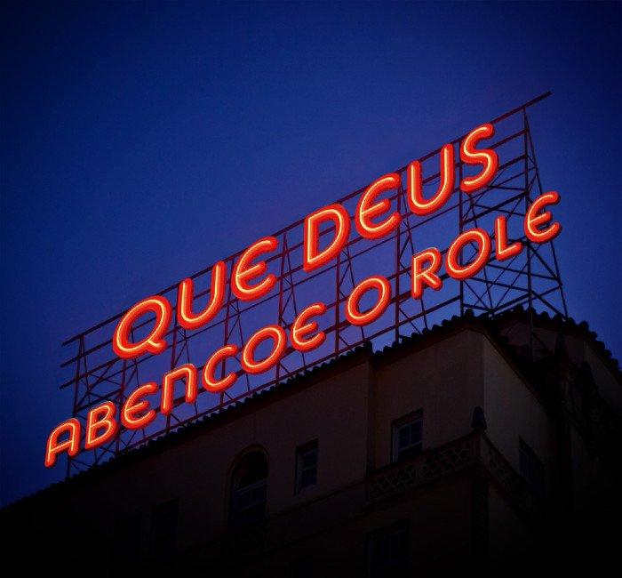 AMANHÃ É FERIADO
