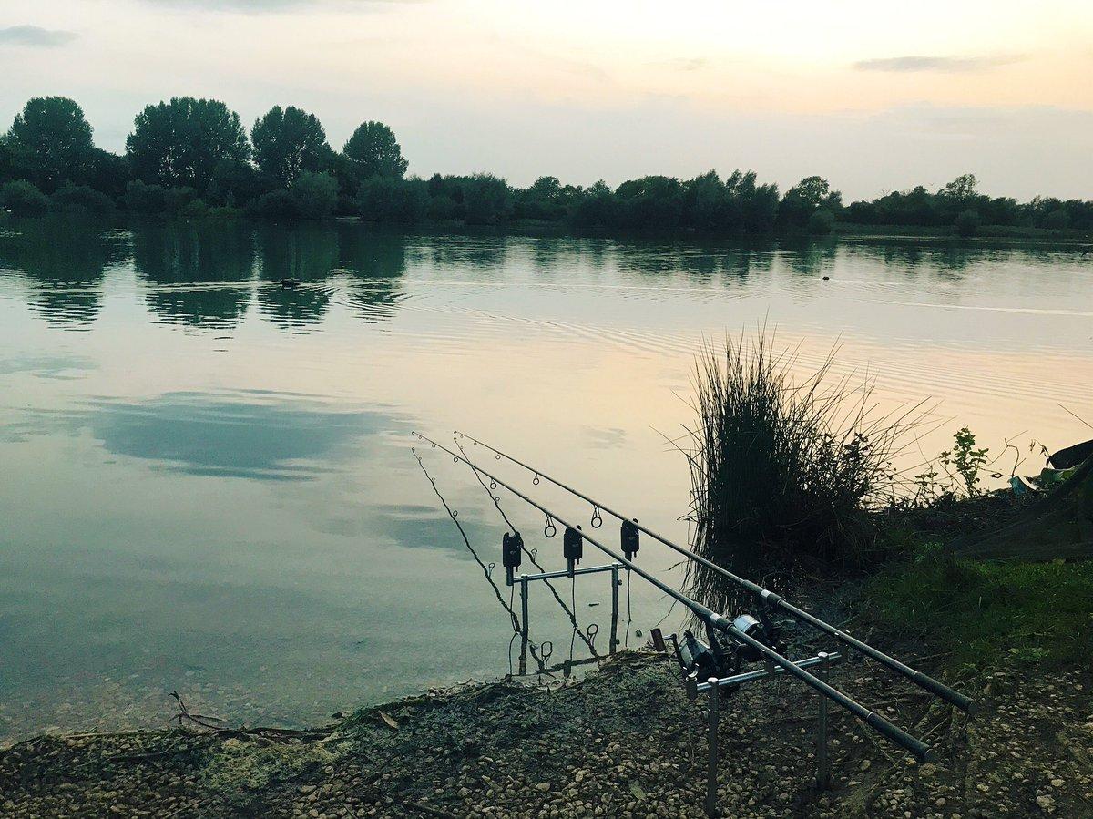 Evenings by the lake 🎣 #linearfisheries #carpfishing #thehoults #<b>Sunset</b> https://t.co/zaQ6W