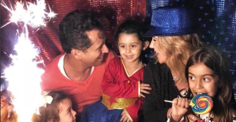 Guilhermina Guinle. Foto do site da Caras Brasil que mostra Guilhermina Guinle festeja o aniversário da filha, Minna