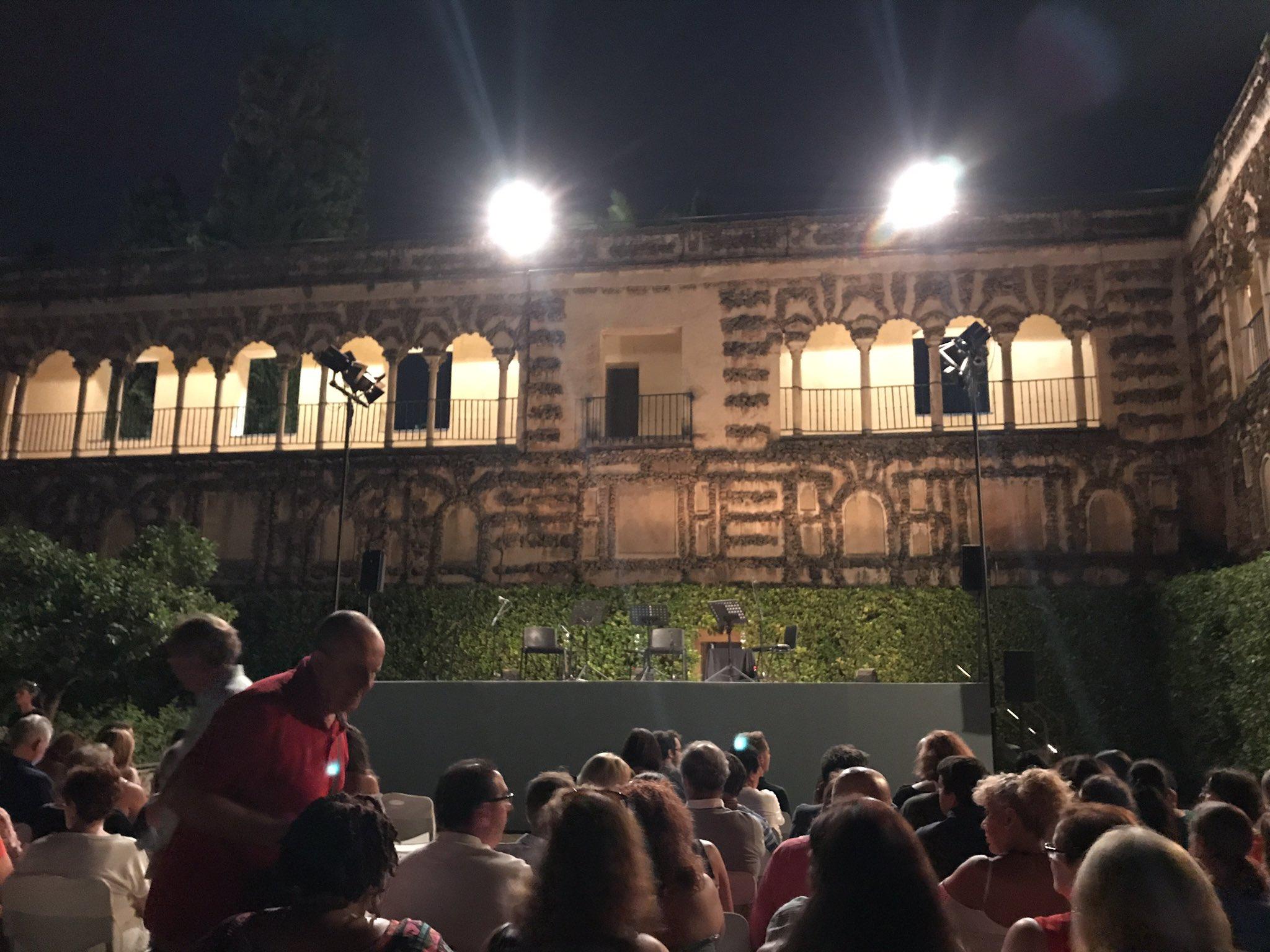 Hoy toca disfrutar de las @NochesAlcazar con @actideacultura #CulturaSev https://t.co/Buqv2cetKa