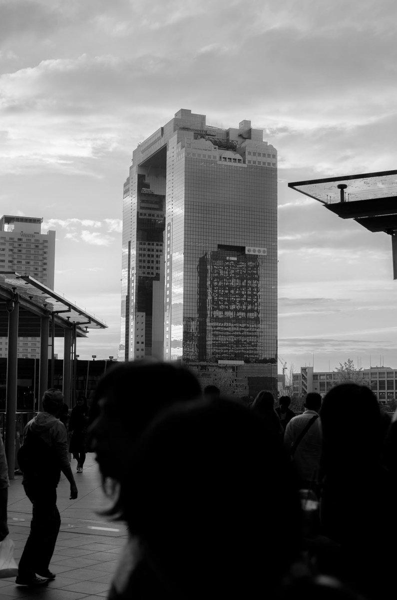 木曜日はモノクローム今日もスッキリしない大阪の空。#大阪 #モノクローム #白黒#カメラ友達募集 #ファインダー越しの私