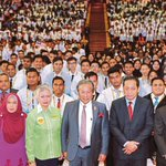 UMS students get crash course in 'life lessons' from Anifah Aman