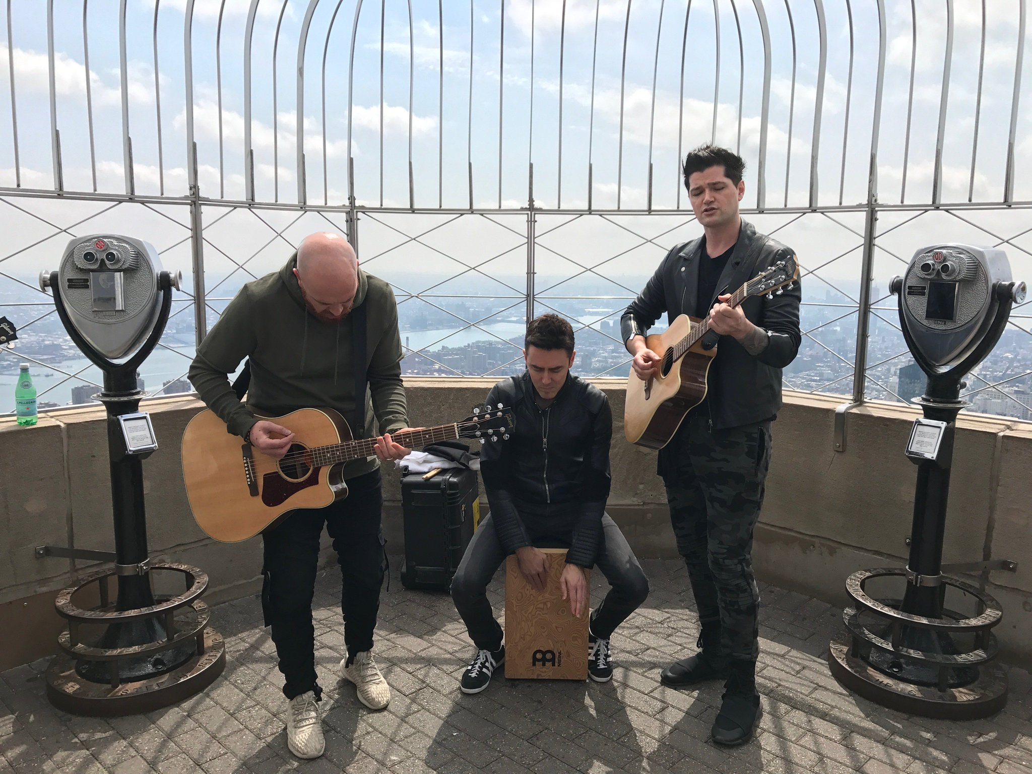 EPIC to play some songs to the whole of NYC on top of the @EmpireStateBldg today... ���� https://t.co/guGsV6cqVl