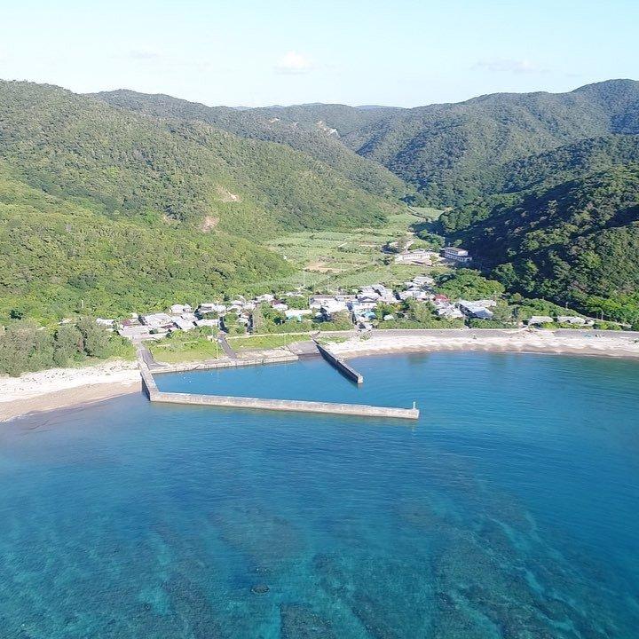 秋徳集落@加計呂麻島台風で海が濁っててこの透明度です。#奄美大島 #奄美 #奄美群島 #加計呂麻島 #ドローン #空撮