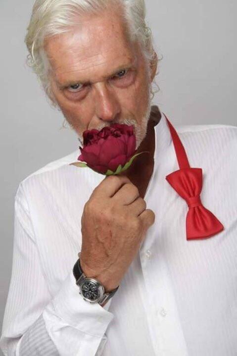 Diese Rose, für diese hübsche Dame, die sie gerade betrachtet 🌹😘 https://t.co/dUExMPvvHF