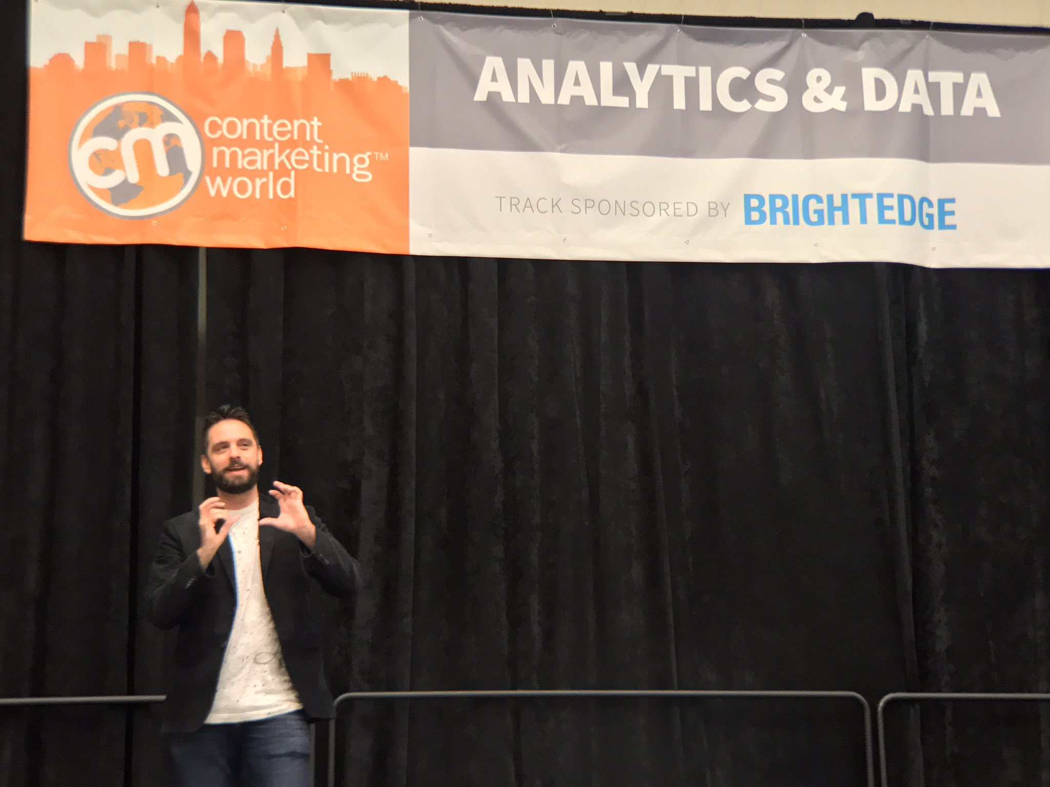 """Data is great because it cuts through all the noise of daily life to tell the stories we want to tell."" @AdamSinger #CMWorld https://t.co/4PXmMqLXwq"