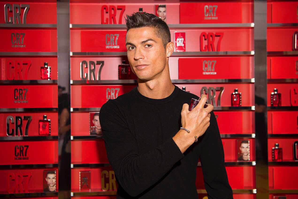 Having fun tonight at the global launch of my first casual fragrance, CR7! ����⚽ #cr7fragrance #myfragranceyourgame https://t.co/QzCaUHlyOm