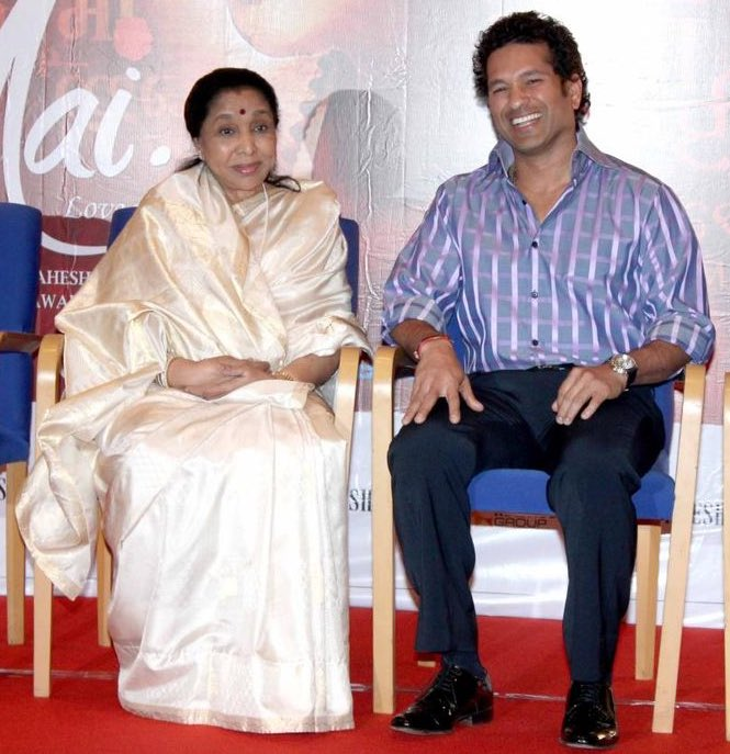 Happy birthday, @ashabhosle tai! Wishing you a healthy life! Hope you are having a great time in Geneva! https://t.co/mC2erEFAen