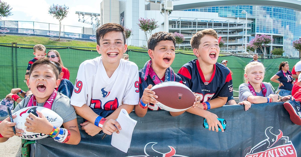 It's #TexansFriday!  Show us how you're reppin' the #Texans today and we'll RT the best ones! https://t.co/wQF6npXv2P